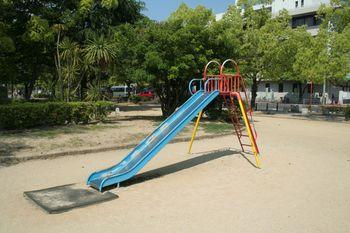 Playground_slide_of_Himeji_Otemae_park